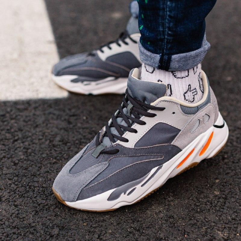 Шикарные кроссовки adidas yeezy boost 700 magnet
