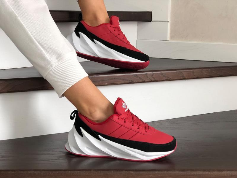 Шикарные женские зимние кроссовки adidas sharks red/black/whit...