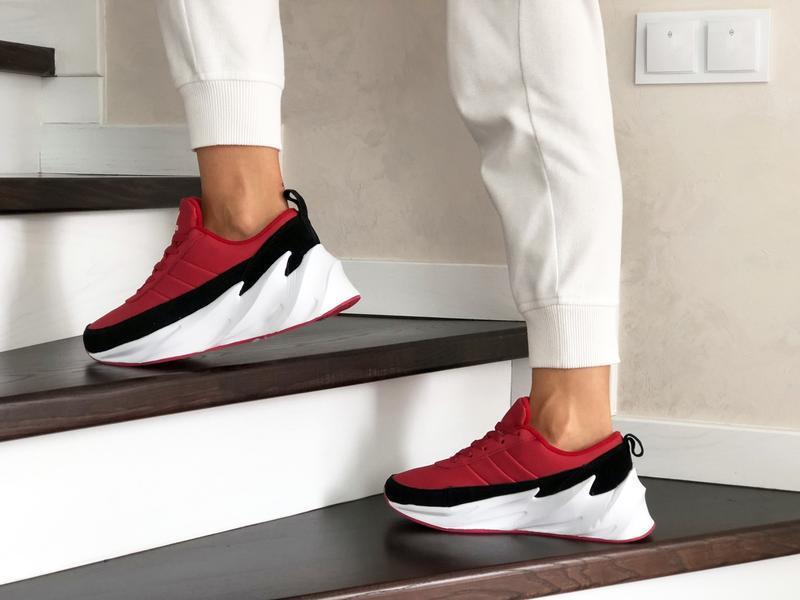 Шикарные женские зимние кроссовки adidas sharks red/black/whit... - Фото 3
