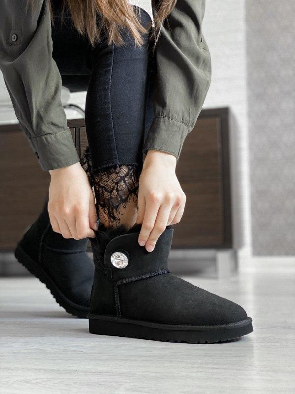 Шикарные женские зимние сапоги угги ugg bailey button mini black