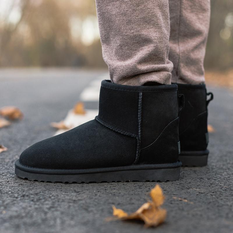 Шикарные женские зимние сапоги угги ugg classic mini ii boot с... - Фото 3