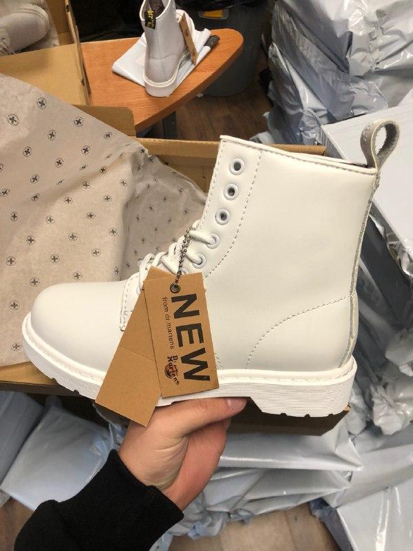 Шикарные женские зимние ботинки с мехом dr. martens 1460 mono ...