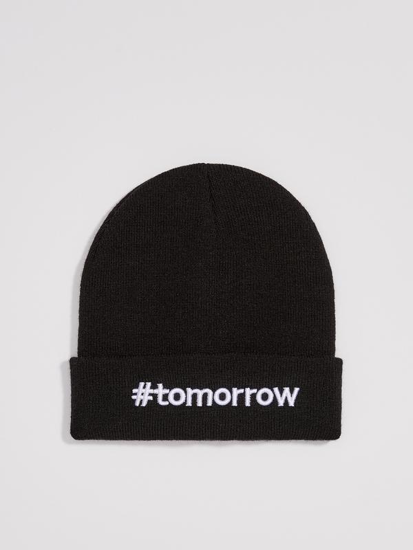 Новая молодежная женская черная шапка польша вышитая надпись t...