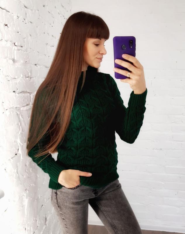 В'язаний светр зелений