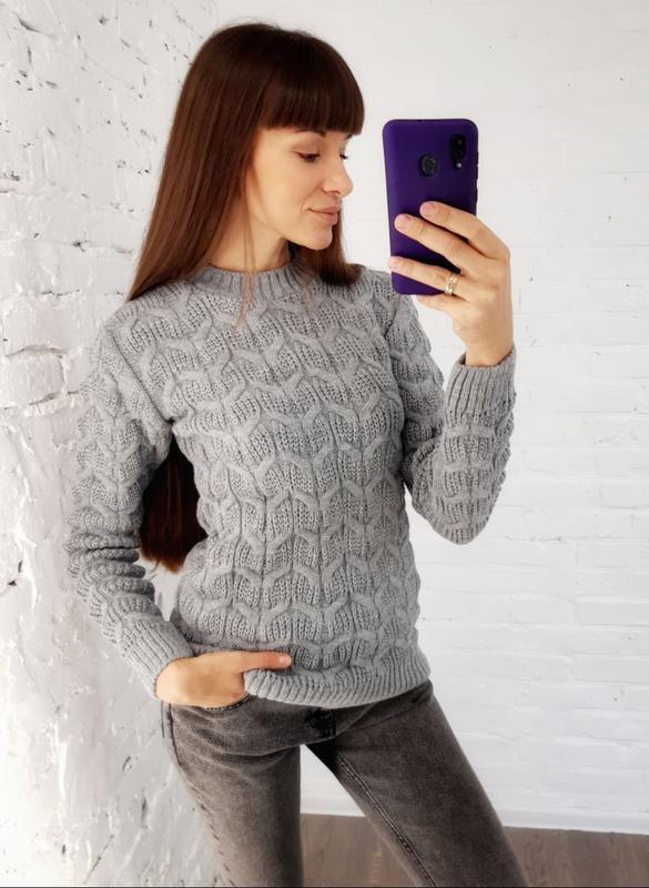 В'язаний светр сірий