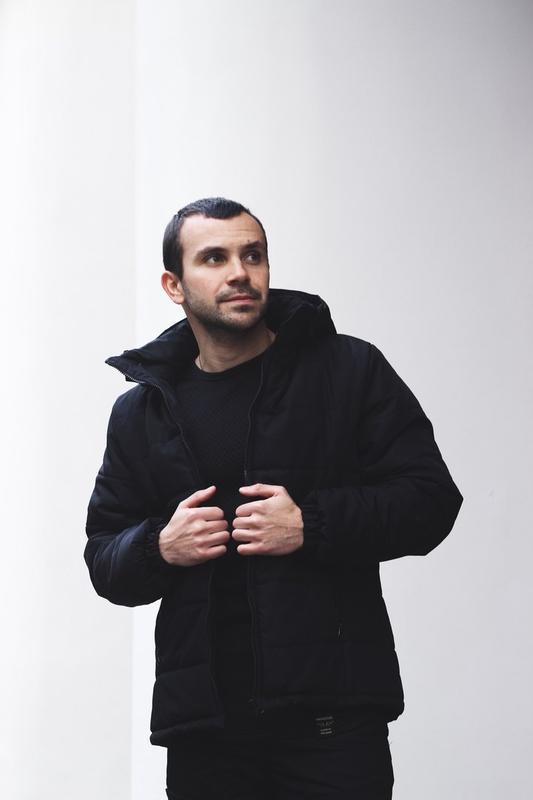 Зимова чорна куртка