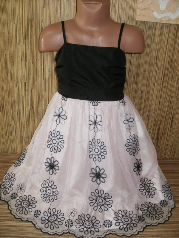 Нарядное платье на 4-5 лет  с юбкой вышивка