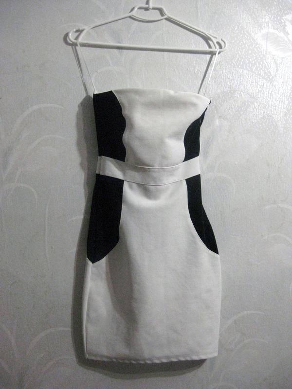 Платье белое с чёрным бандажное обтягивающее облегающее комбин...