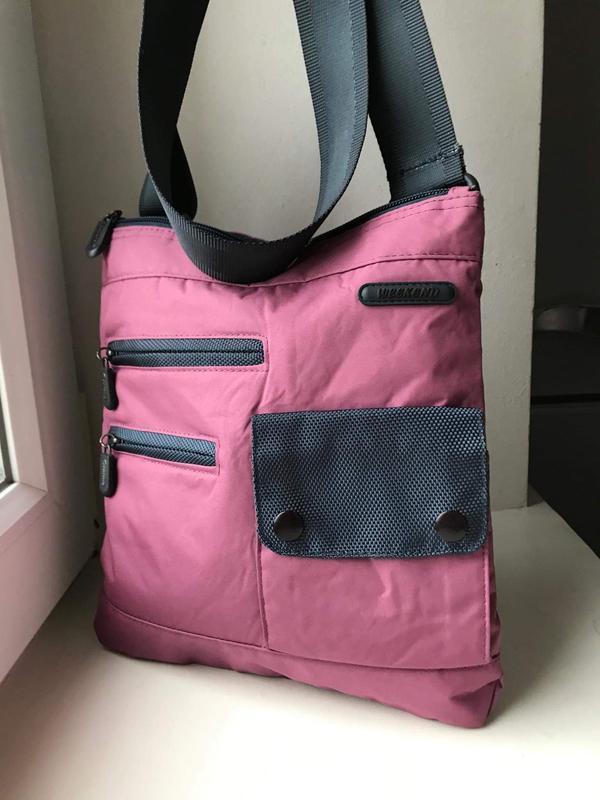 Качественная сумка в спортивном стиле. новая