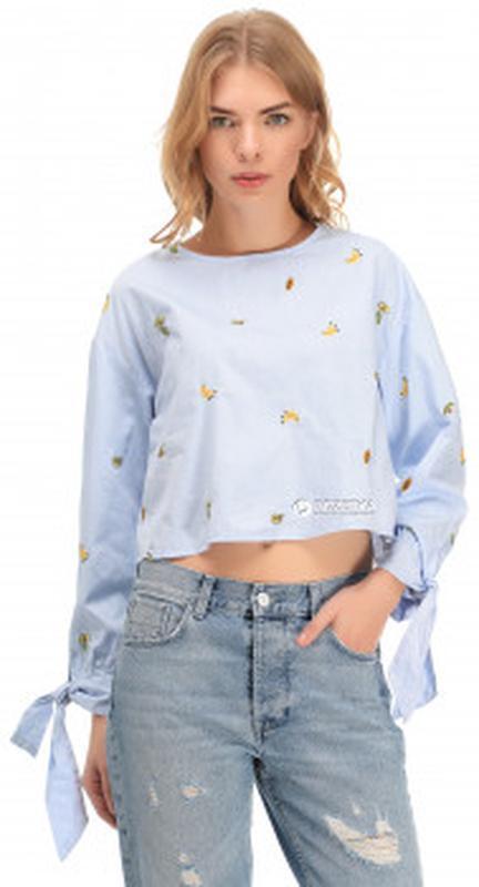 Блузка топ с фруктовой вышивкой,открытой спинкой размер 6 zara