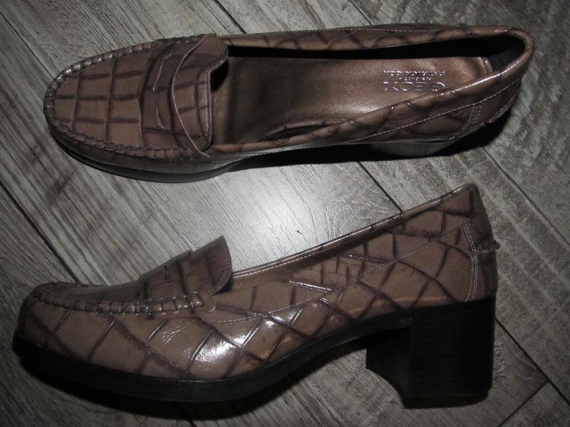 Натуральная кожа туфли на устойчивом каблуке geox р.41. стельк...