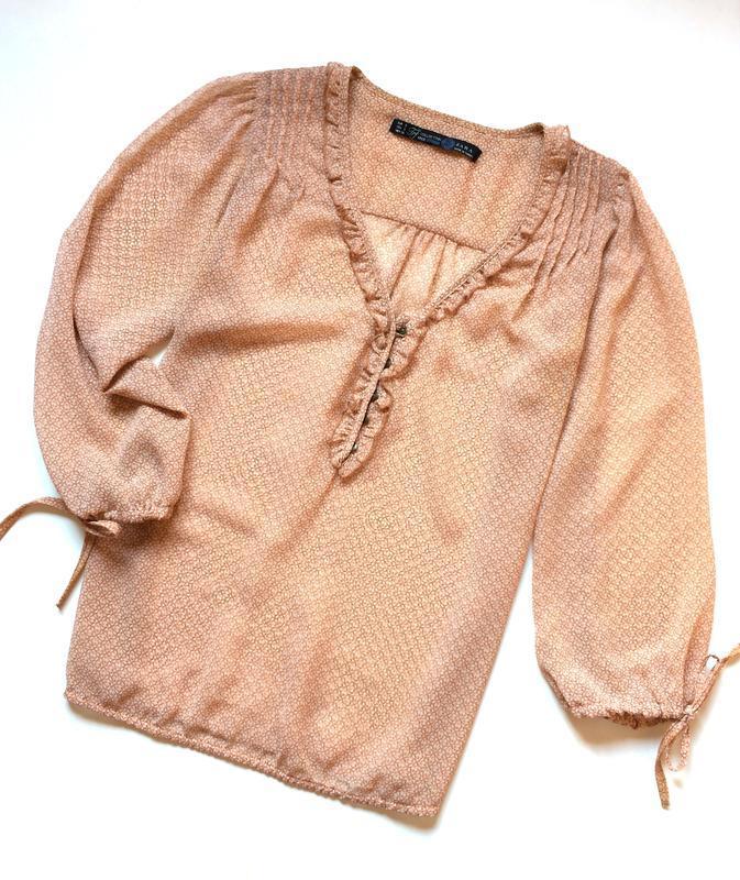 Zara принтованная блуза с рюшами