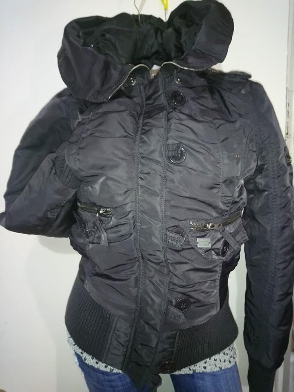 Молодёжная,теплая куртка пилот ,тёплая с капюшоном . супер цен...