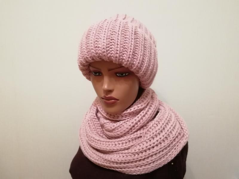 Стильный комплект молодежка шапка с широким отворотом и снуд п...