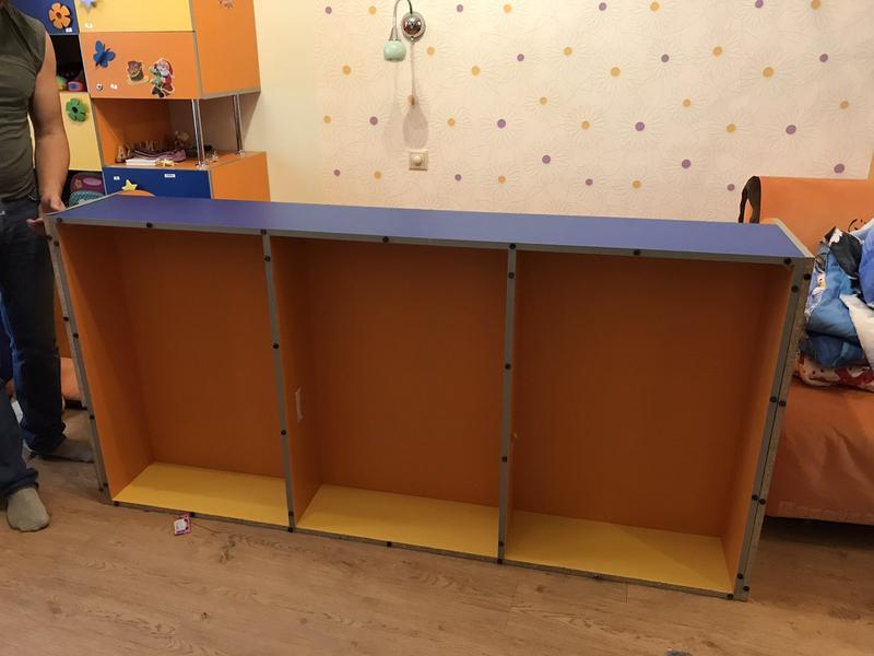 Комплект: детская кровать с матрасом и шкаф для игрушек или книг