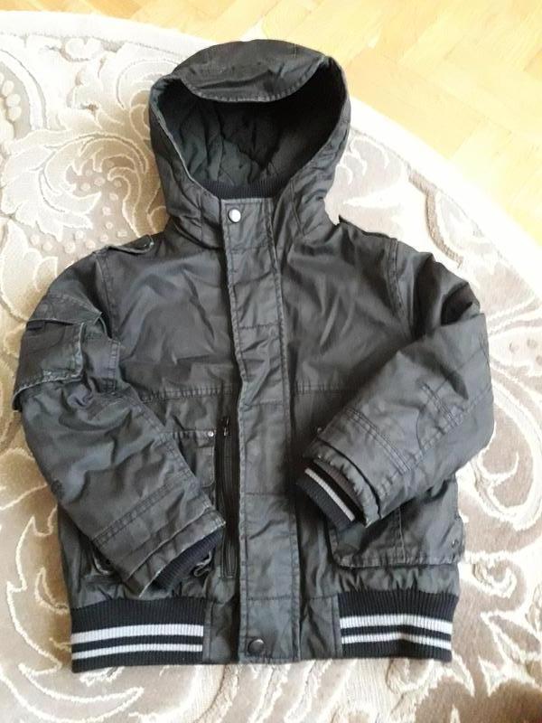Демисизонная курточка р.122 см