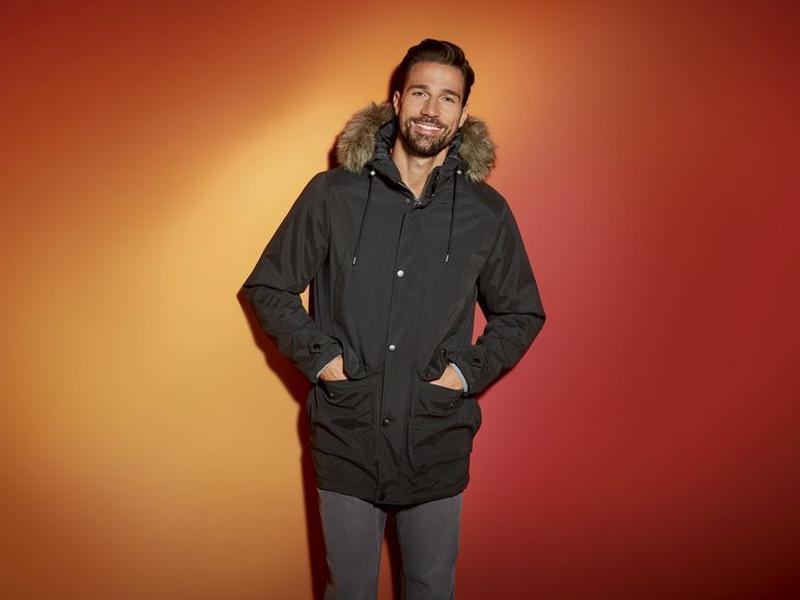 Стильная зимняя куртка  р. 50