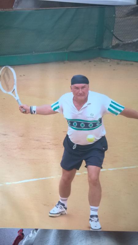 Обучу основам тенниса. Возраст, подготовка, комплекция не имею...
