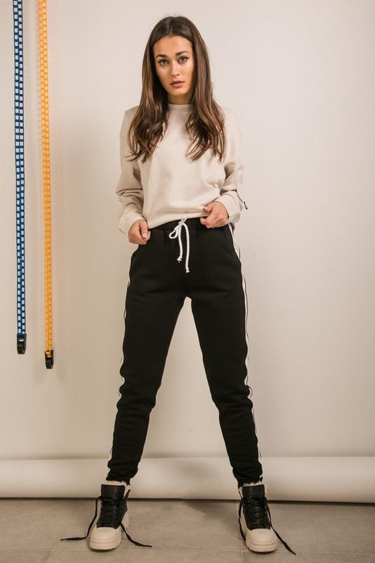 Повседневные, спортивные женские штаны с начесом и лампасами