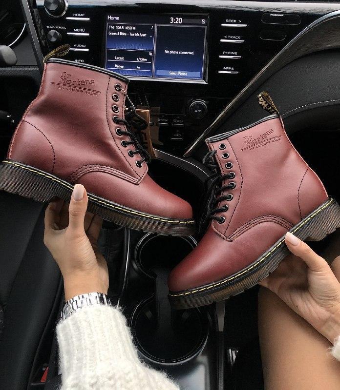 Шикарные женские зимние ботинки  с мехом dr. martens 1460 cherry