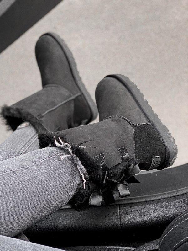 Шикарные женские зимние угги  ugg mini bailey bow black