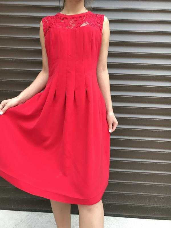 Стильное яркое модное платье