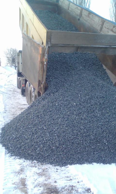 Щебень серый и черный разных фракций от 20 до 35 тонн