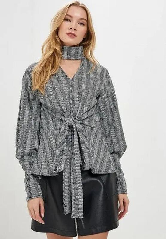 Тёплая блуза в полоску с чокером с завязкой на талии lost ink