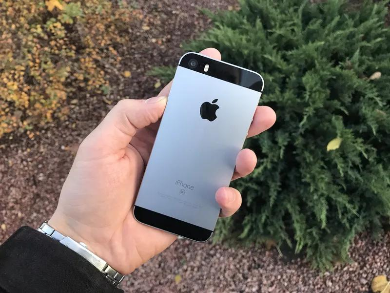 Apple IPhone SE 16Gb Neverlock Space Gray