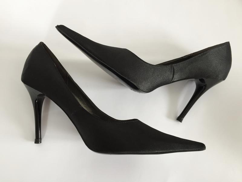 Черные туфли, чорні туфлі на шпильці.