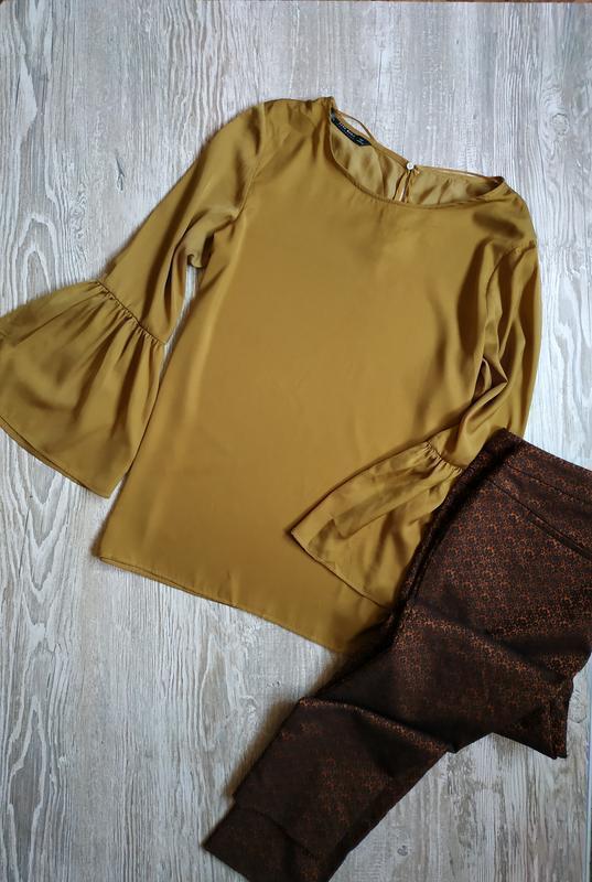 Горчичная блузка с воланами на рукавах zara размер л