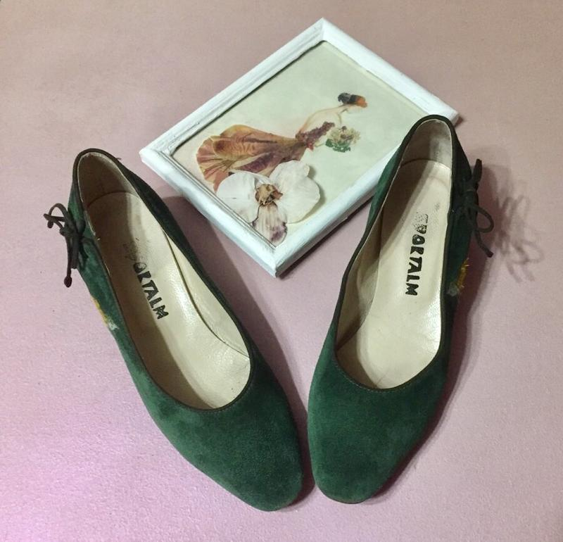 Туфли – лодочки из натуральной замши на низком каблуке с вышивкой