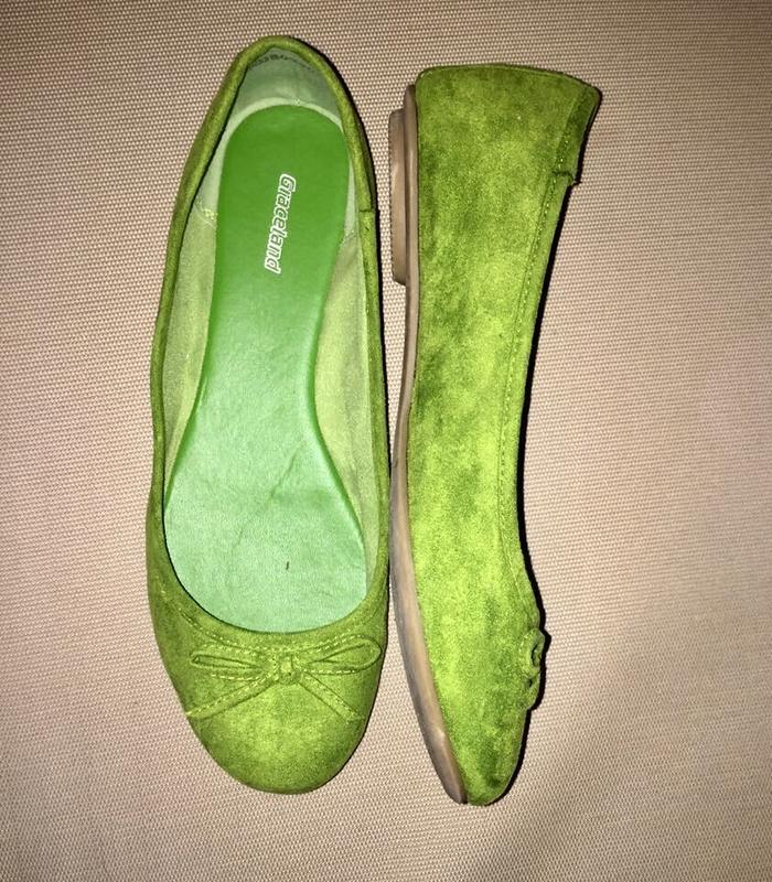 Легкие летние туфли балетки без каблука ярко-салатового цвета