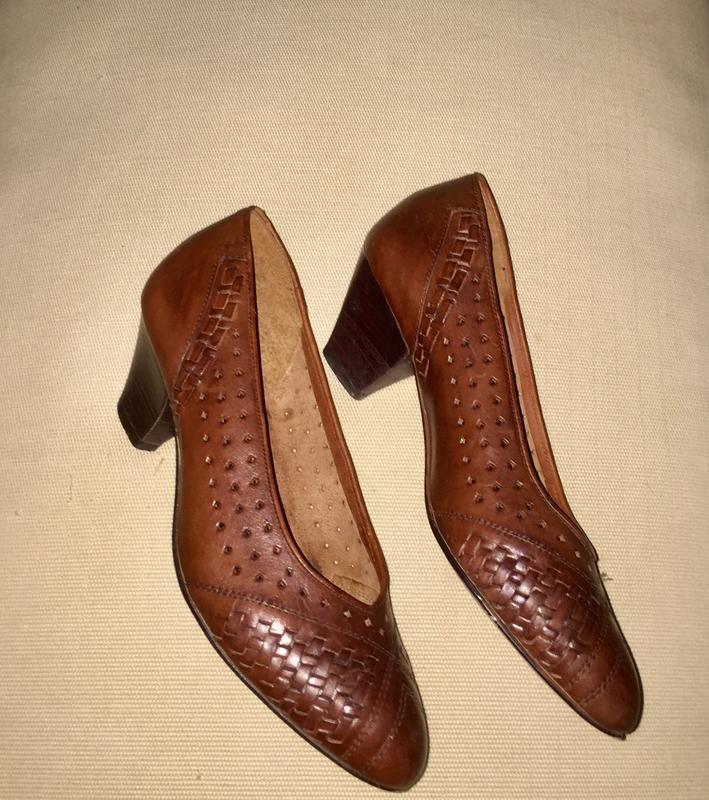 Легкие летние туфли лодочки на низком каблуке из натуральной кожи