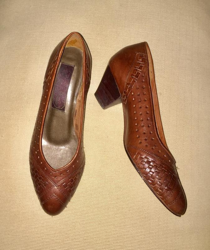 Легкие летние туфли лодочки на низком каблуке из натуральной кожи - Фото 2