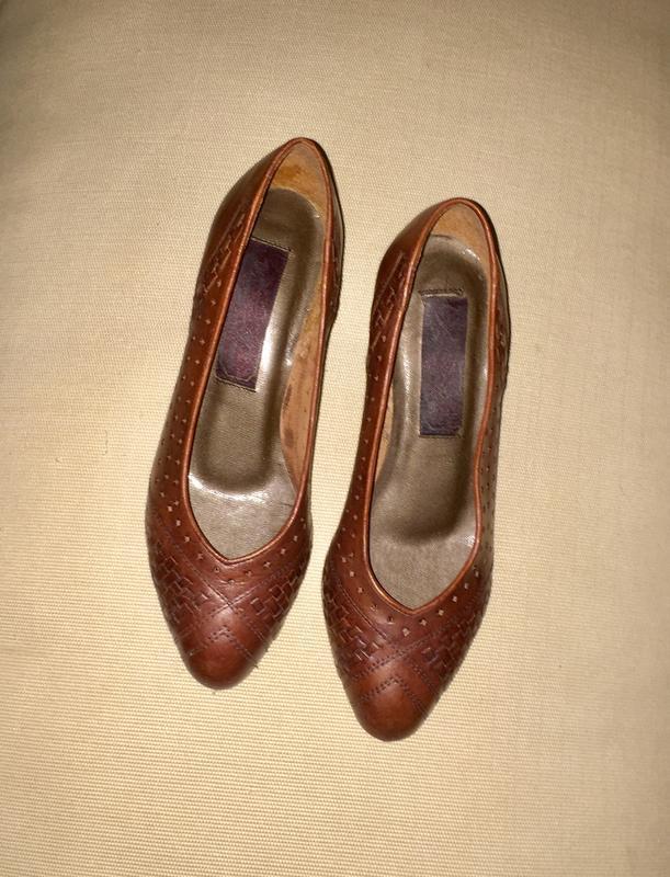 Легкие летние туфли лодочки на низком каблуке из натуральной кожи - Фото 3
