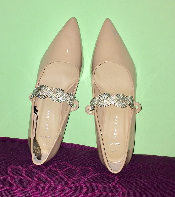 Туфли -лодочки острый носок невысокая шпилька пудровый цвет.на...