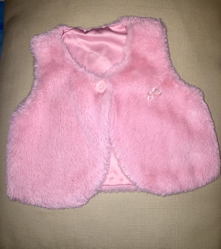 Меховая жилетка из искусственного меха розовый цвет