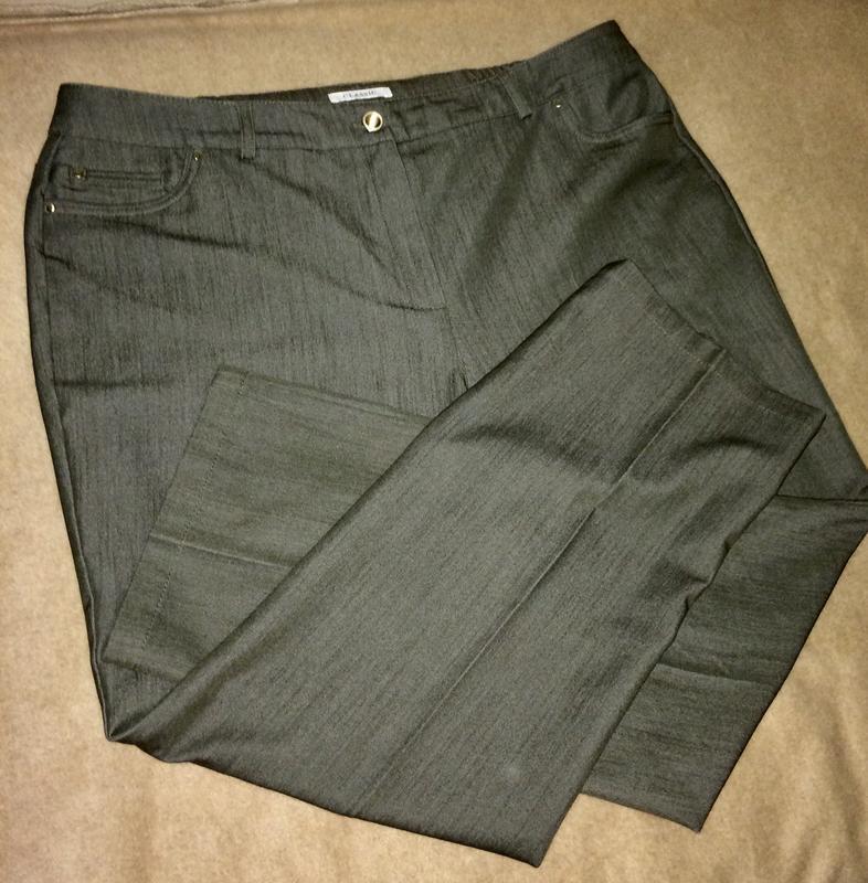 Классические брюки джинсы со стрелками чуть заужены