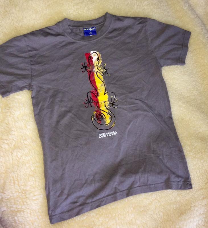 Серая футболка с ящерицей