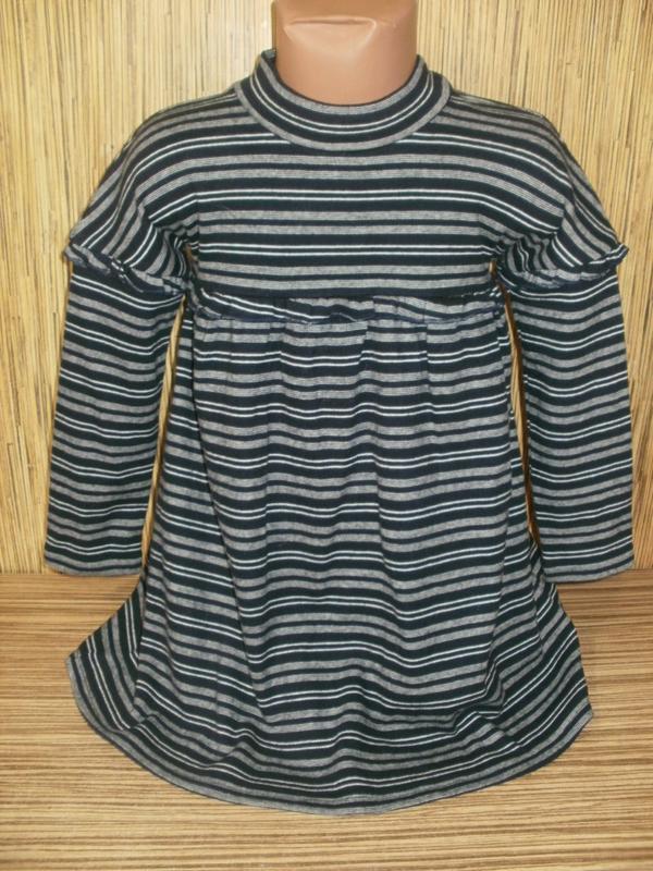 Трикотажное платье с рукавом на 4-5 лет