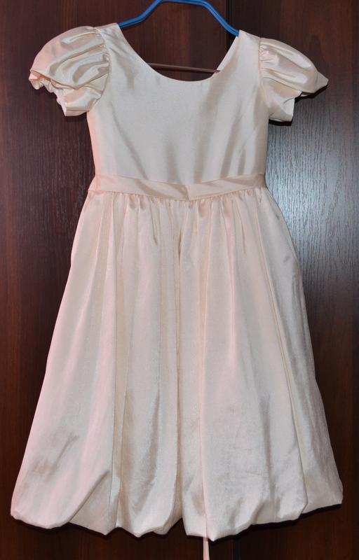 Нарядное платье от  5 до  8 лет