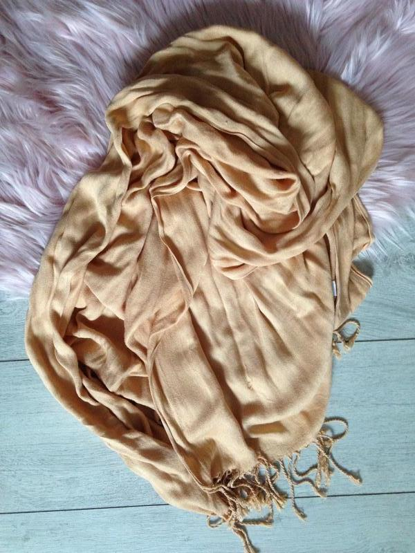 Кашемировый лёгкий шарф верблюжьего цвета