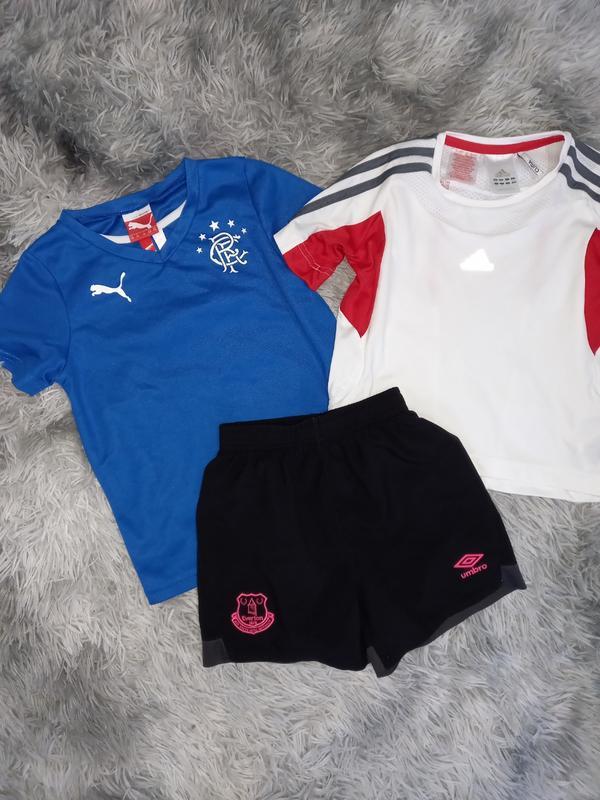 Спортивные вещи футболки и шорты для мальчика 4-6 лет