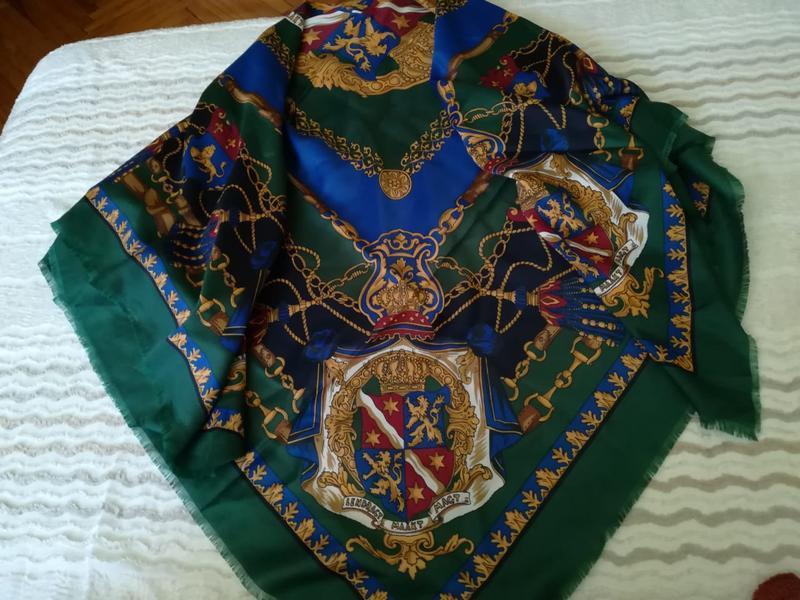 Брендовый платок