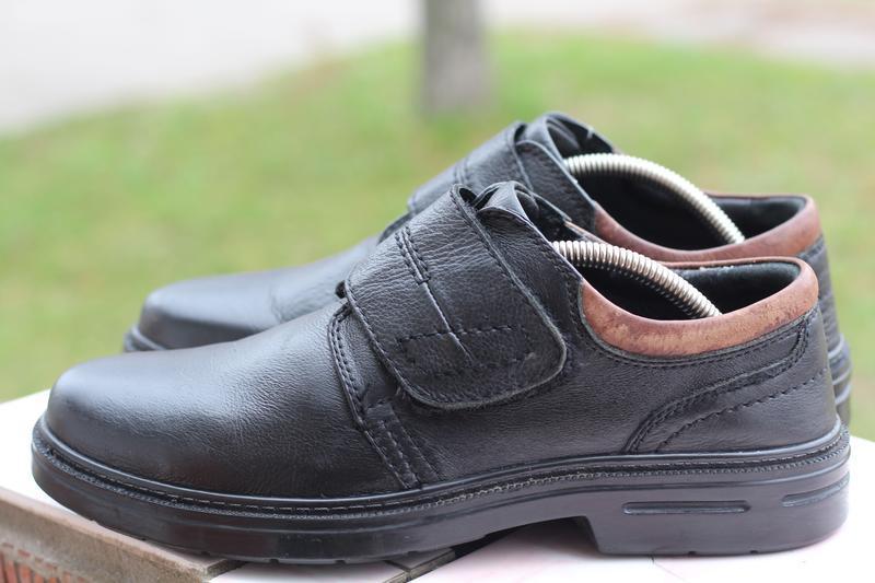 Удобные кожаные туфли на липучке 42 разм claudio conti