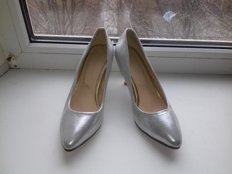 Новые модельные  нарядные туфли на шпильке  36р