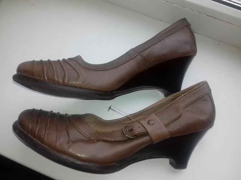 Новые кожаные туфли на танкетке