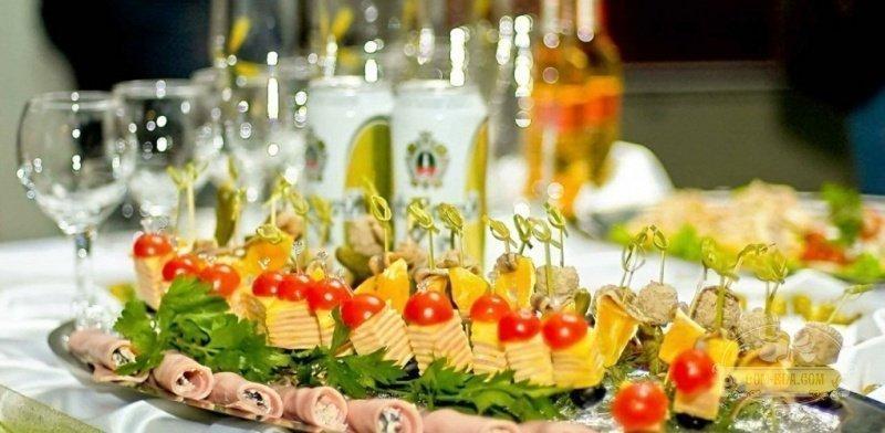 Оформлення фуршетних столів на свято. Флористика весільна