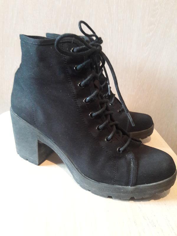Тканевые ботинки.
